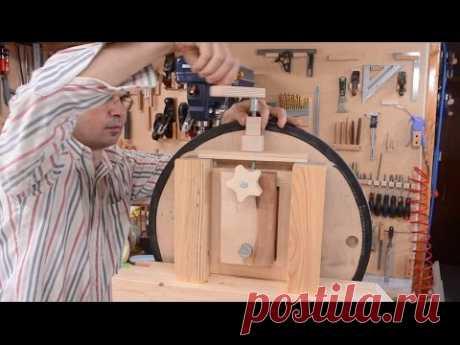 Big bandsaw build 3: Wheel mounts, blade tension, first cut