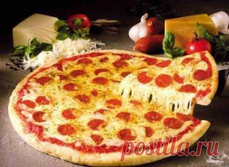 Этот итальянский классический рецепт водянистого теста для пиццы вам точно понадобится, - ведь каждый из нас желаем уметь готовить все, что подают в кафе. А выучится делать истинную пиццу - залог вашего фуррора!