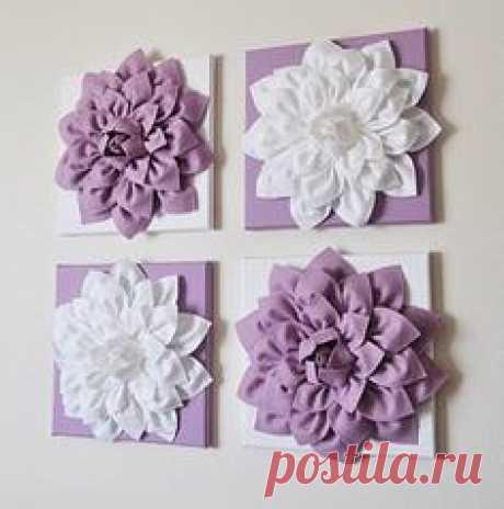 Объёмный цветок из ткани Объёмный цветок из тканиОбъёмный цветок из ткани может превратиться в панно, которое украшает стену.