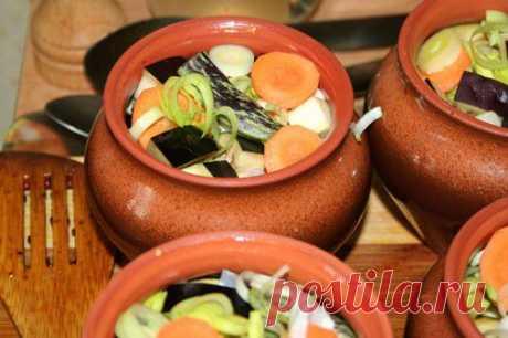 Los platos magros en gorshochkah: 7 recetas para cada día \/ las recetas Simples