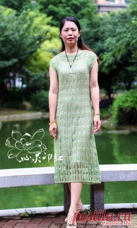 . Летнее настроение. Ажурное платье. Нежное ажурное платье с квадратной кокеткой связанно не сложным узором.  Пряжа Rosalinda шелк Бюст: 88 см.  Подол: 105 см.  Длина юбки: 105 см.  Крючок 4-2.2mm.
