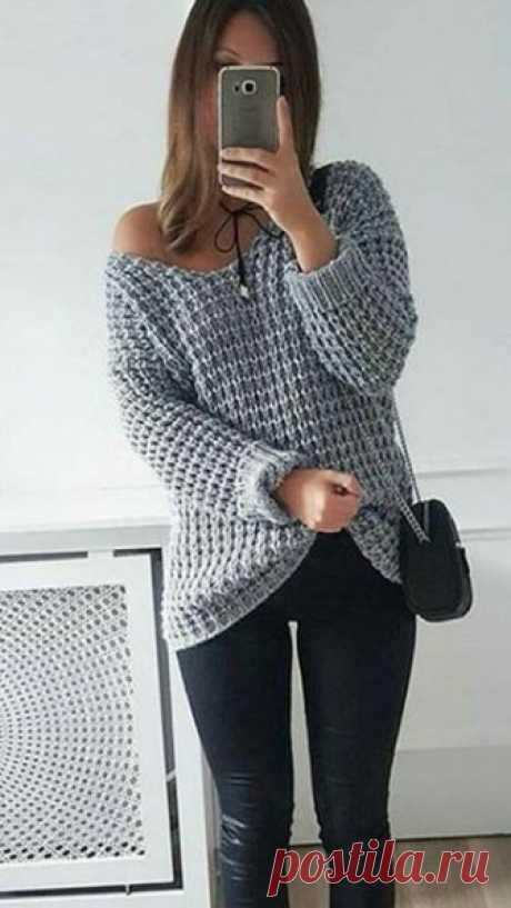 Базовый пуловер серого цвета крупным рельефным узором спицами – схема вязания с МК видео