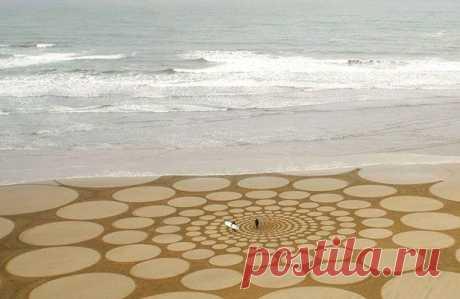 Американец Джим Деневан ( Jim Denevan ) создает палкой на пляжах  Северной Калифорнии удивительные гигантские рисунки.