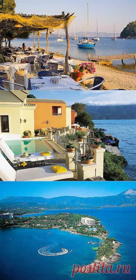 A lo largo de toda la costa se han situado los hoteles confortables y las pensiones, donde anualmente los millares de hombres pasan las vacaciones. Aquí los lugares excelentes para las ocupaciones por los deportes de agua: el surf, el windsurf, el buceo, el paseo en la canoa, los catamaranes y las lanchas. La isla Corfú, Grecia