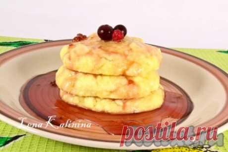 Сырники в микроволновке - 6 пошаговых фото в рецепте Хочу предложить вам попробовать рецепт отличных сырников, приготовленных в микроволновке. Сырники готовятся очень быстро, получаются вкусными, а главное - никакого масла и жарки! Подать можно с любым джемом или вареньем. Вкусно, просто и полезно! Замечательное блюдо на завтрак! Ингредиенты