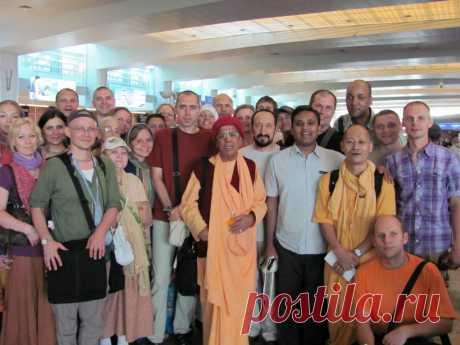 ГопалКришна Госвами махарадж с учениками