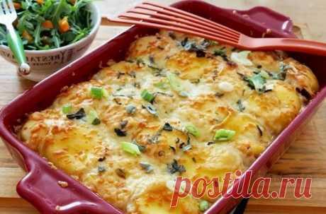 Картофель с фаршем в духовке: простые и вкусные рецепты с сыром Картофель с фаршем запеченный в духовке под сыром и майонезом. Варианты приготовления с помидорами слоями, с грибами и картошка по-французски.
