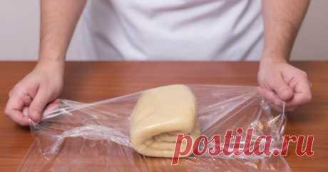 Как приготовить слоеное тесто за 10 минут. Рецепт, который меня часто выручает.  Слоеное дрожжевое илибездрожжевое тестоиспользуется в выпечке очень часто: с его помощью можно побаловать себя вкуснейшими круасанами или сытным мясным пирогом. Такое тесто относительно быстро заме…