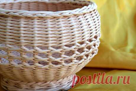 Openwork vase for fruit. Weaving from paper | oblacco