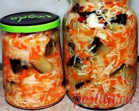 Баклажаны  кусочками с капустой на зиму  Этот рецепт для тех тех, кто любит баклажаны и обожает капусту. Закуска получается очень вкусной и необычной, прекрасно сохраняется в течение всей зимы.  Для приготовления понадобится:  • баклажаны - 1 кг.; • капуста свежая - 1 кг.; • морковь - 300 гр.; • чеснок - 10 зубчиков; • перец острый - по вкусу; • перец черный горошком - 10 шт.; • соль - 1,5 ст. л.; • уксус 9% - 0,5 стакана (или по вкусу).  Приготовление:   1. Сначала нужно ...