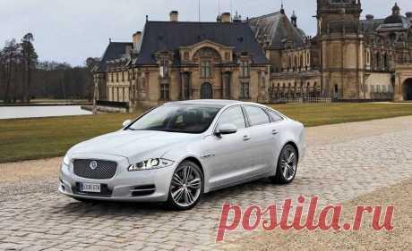 Jaguar XJ совместил в себе благородное наследие и передовые технологические инновации в мире автомобилестроения.