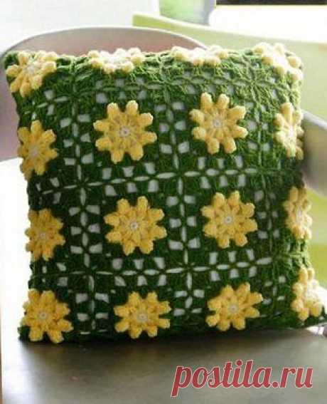 Подушка из квадратных цветочных мотивов | Рукоделие и вязание