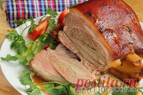 Запекаем свиную рульку: самые вкусные рецепты приготовления простым способом и с маринадом Обычный способ запекания свиной рульки  Нам нужно заготовить эти ингредиенты:  – рульку свиную – 1 кг; – горчицу – 3 ст. л.; – чабрец (тимьян) – 1 ч.…
