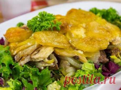 Говядина с грибами и картошкой в духовке
