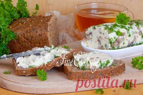 Домашнее селедочное масло В рецепт самого простого селедочного масла входит всего два ингредиента – соленая селедка и сливочное масло.