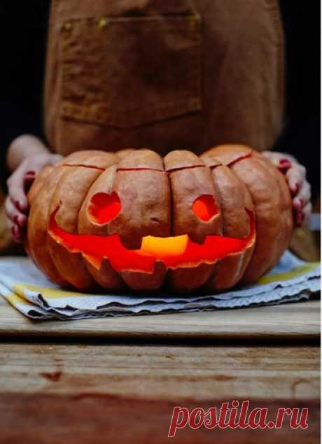 Тыква на Хэллоуин   Тыква на Хэллоуин - символ этого праздника. Легко можно вырезать самому! Сразу же и тыквенный пирог!