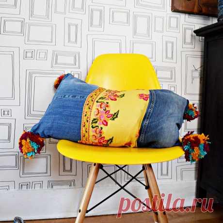 Легкий способ сделать красочные подушки джинсов Boho Style - Pillar Box Blue