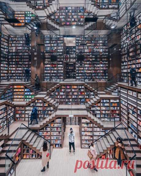 Книжный магазин в Чунцине, Китай