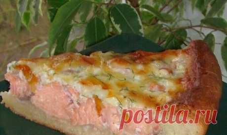 Открытый пирог с рыбой   Тесто: 150 мл. тёплого молока, 50 гр. растопл. сливочного масла, 3 ч.л. сах.песка, 1 ч.л. соли, 3 стол.л. сметаны, 15 гр. сырых(или 2 ч.л. сухих)дрожжей. 2.5 стакана муки(если мало,можно добавить). 1.Молоко слегка подогреть+масло+соль,сах.песок+сметана,перемешать+мука с дрожжами(если сухие).Замесить тесто,скатать в шарик,накрыть полотенцем и забыть на 1час. Рыб. филе(рыбу можно использовать любую)-300 гр. Лук репч-2 шт.(нарезать,обжарить). 2.Рыбку ...