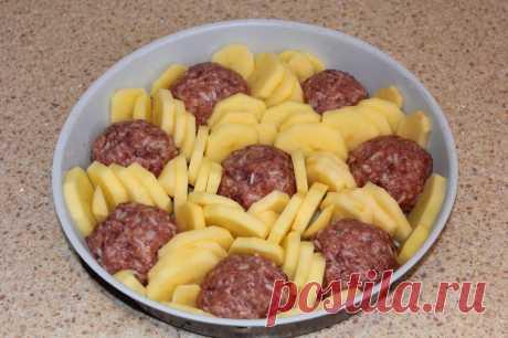 მხოლოდ 200 გრამი ხორცის ფარში და ვახშამი მთელი ოჯახისთვის მზად არის! ტეფტელები ყველით ღუმელში! – POPSUGAR