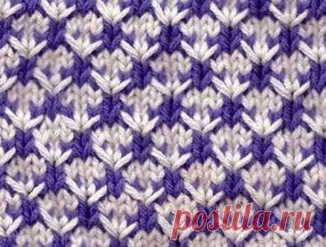 Пестрый узор  Очень интересный пестрый узор для вязания спицами. Если не ошибаюсь, это так называемый «ленивый жаккард», когда каждый ряд вяжется только каким-то одним цветом, а рисунок получается исключительно за…