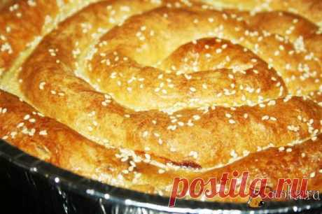 """Пирог """"Улитка"""" Пирог """"Улитка"""" - ароматная, румяная, сытная и очень вкусная домашняя выпечка, которая подойдет и для будней и для праздников, а что самое важное - не займет много времени и сил, ведь пирог этот элементарно прост в исполнении, да и с начинками - огромное пространство для фантазии..."""