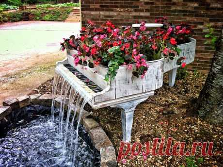Садовый фонтан из старого рояля.