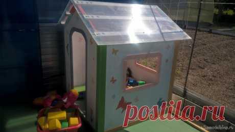 Детский домик из фанеры Детский домик из фанеры.О своём доме мечтают не только взрослые, но и дети. Наверное, каждый в детстве мечтал собственный домик для игр, в котором можно было бы уединиться, пусть на самом деле это было всего лишь небольшое пространство под столом занавешенное покрывалом. Теперь у вас уже есть свои