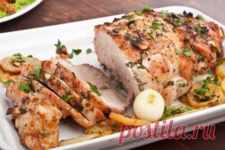 Как приготовить мясо в духовке — 15 рецептов вкусного и сочного мяса Любой хозяйке наверняка пригодятся удачные рецепты, как приготовить мясо в духовке. Они помогут быстро и легко организовать ужин на всю семью или сытно накормить внезапно нагрянувших гостей. В духовке можно вкусно приготовить практически любое мясо. Как приготовить мясо в духовке по-французски Ингредиенты: 1 кило телятины; 4 шт. репчатого лука; 8 шт. помидоров; 1 болгарский сладкий перчик; 450 г твердого ...