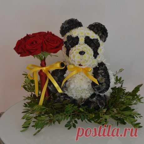 Мишка панда с букетом роз