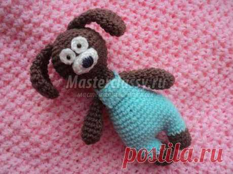 Symbol of year 2018. A knitted doggie in overalls: step-by-step master class