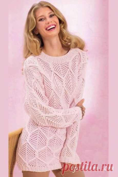 Удлиненный ажурный пуловер Размеры: 34/36 (42/44)  Вам потребуется  Пряжа (60% хлопка, 40% модаля; 100 м/50 г) - 700 (800) г розовой.  Спицы № 4; круговые спицы № 4.