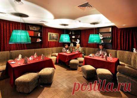"""Интерьер ресторана """"Покровские Ворота"""". Нижний зал - место для приватного общения и небольших мероприятий."""