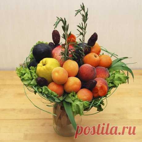 Букеты из овощей, ягод и фруктов своими руками: идеи, изготовление, пошаговое фото. Как сделать вкусный, съедобный подарочный букет из целых фруктов, с цветами, конфетами для начинающих: фото. Поздравление к букету из фруктов и овощей в стихах и прозе