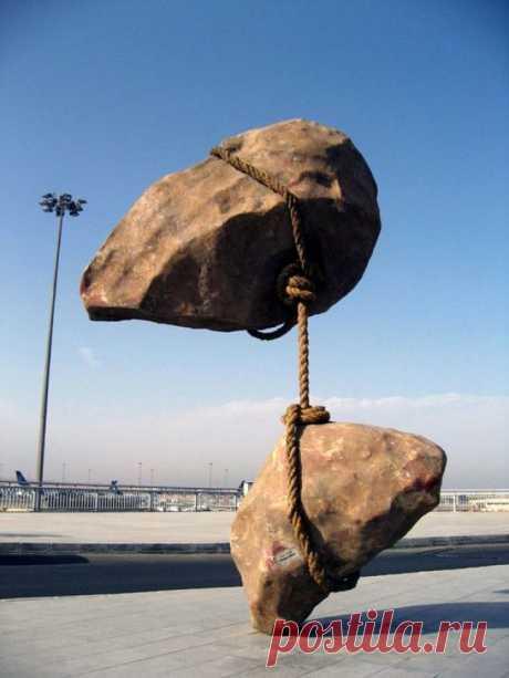 Ещё немного скульптур, над которыми не властно земное притяжение / Туристический спутник