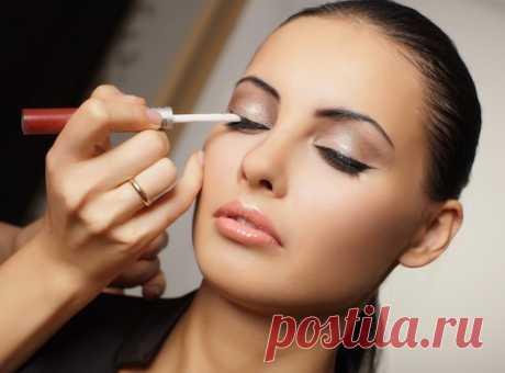 Как делать макияж, если у вас нависшее веко?