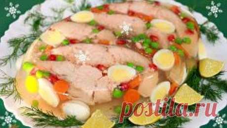 ЗАЛИВНОЕ И ХОЛОДЕЦ : ТОП-8 РЕЦЕПТОВ Такой холодец ты ещё не ел 1) Заливная рыба ИНГРЕДИЕНТЫ: филе форели без кожи 500 г морковь 1 шт. луковица 1 шт. корень петрушки 1 шт. яблоки 3 шт. лайм (или лимон) 1 шт. желатин 50 г белое сухое вино 300 мл осветленный яблочный сок 300 мл лавровый лист 2 шт. горчица по вкусу гвоздика по вкусу черный молотый перец, соль по вкусу