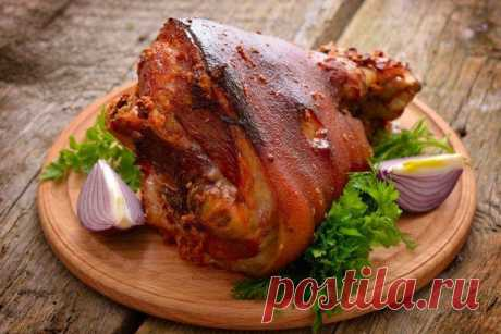 Как приготовить свиную рульку - 20 вкусных и простых рецептов Собрали для тебя 20 самых вкусных рецептов, как приготовить свиную рульку - в духовке, в пиве, с медом, черносливом, картошкой и многие другие!