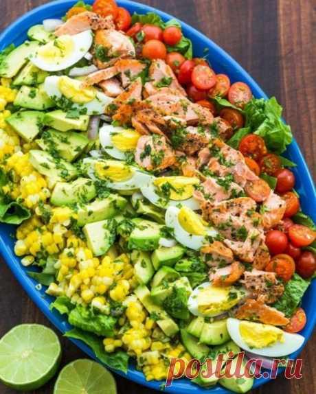 "Салат ""Кобб"" с лососем — Sloosh – кулинарные рецепты"
