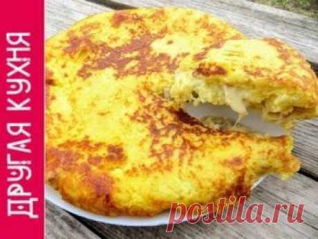 Картофельная лепешка с курицей и сыром.