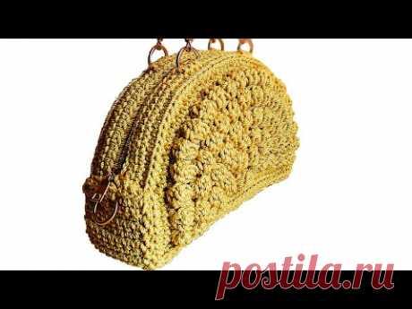 Связать полукруглую сумку крючком попкорновым швом.
