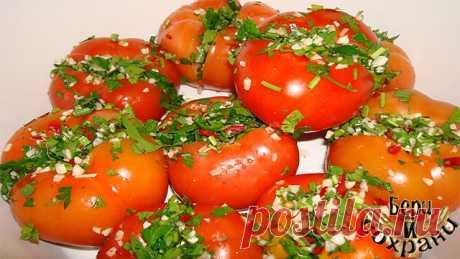 МАЛОСОЛЬНЫЕ ПОМИДОРЫ ПО-АРМЯНСКИ (С ЧЕСНОКОМ)  Этот рецепт для любителей солений. Не думайте, что с ним придется долго возиться — засолить помидоры по-армянски можно за 10 минут. Правда просаливаться они будут 3-4 дня. Но, поверьте, стоит подождать!  Один раз, попробовав малосольные помидоры по-армянски, я не смогла удержаться от соблазна раздобыть этот рецепт.   Продукты:  небольшие бурые (или зеленые) помидоры,  1 пучок зелени петрушки,  2 головки чеснока, соль.   Мелко ...