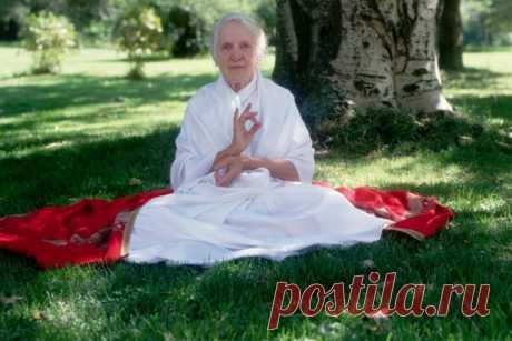 Золотые правила питания от Индры Деви, дожившей до 103 лет! Евгения Петерсон, известная всему миру как Индра Деви, стала Первой леди йоги, человеком, который открыл йогические практики не только Европе и Америке, но и СССР. За свой долгий...