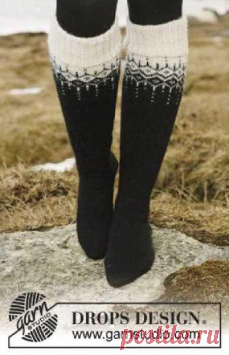 Гольфы с жаккардовым узором Теплые гольфы для женщин, связанные на спицах. Верхняя часть изделия украшена жаккардовым узором. Описание дано для трех размеров ноги...