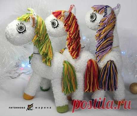 """Лошадки """"Радужные хвостики"""" - лошадка,игрушка вязаная,радуга,белый,разноцветный"""