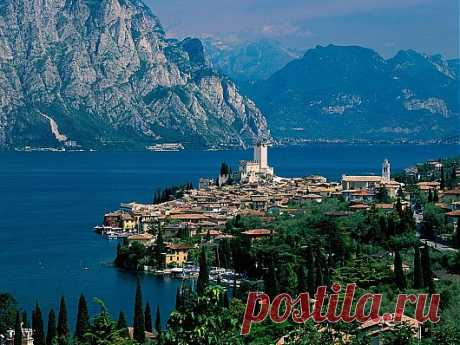ГАРДА-самое большое озеро Италии.