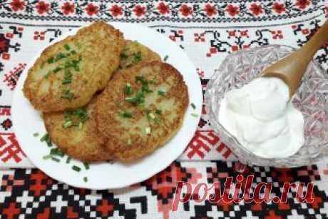 Рецепт настоящих белорусских дранников (без муки и яиц) Драники или деруны у нас в семье в особом почете и являются одним из любимых блюд. Это несложное в приготовлении национальное белорусское блюдо из тертого картофеля имеет различные варианты своего сос…