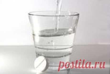 Готовим лекарство из аспирина.