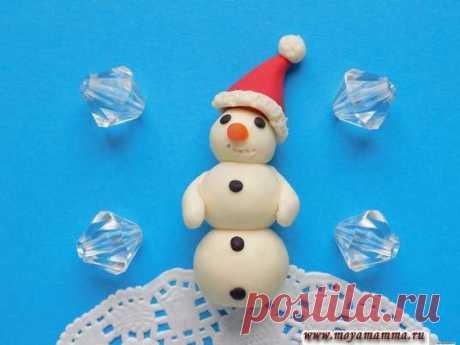 Снеговик из пластилина Как слепить снеговика из пластилина Снеговик из пластилина для детей. Мастер-класс по изготовлению снеговика из пластилина. С подробным описанием и пошаговыми фото