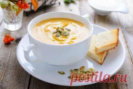 Нежнейший тыквенный крем-суп! Быстро, вкусно и очень полезно! Хоть тыквенный сезон и не в разгаре, этот рецепт определенно стоит вашего внимания. Если сейчас у вас под рукой нет тыквы — скорей бегите на рынок и готовьте вместе с нами. Необычное сочетание чуть сл…